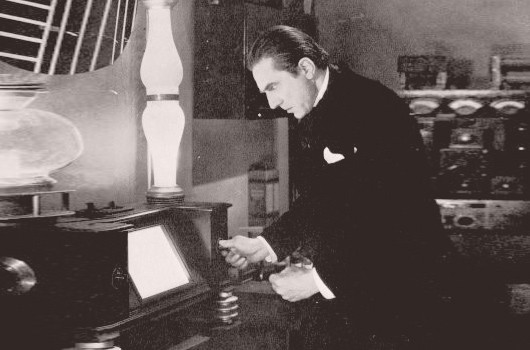 Bela Lugosi in The Whispering Shadow (Mascot 1933)